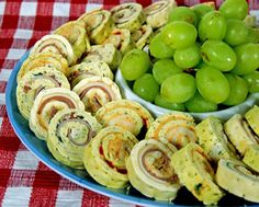 If you are looking for attractive cocktail party appetizers which are simple to make, what about a roll up tortilla sandwiches recipe? You can fill flour tortillas with your favorite ingredients, roll them up and chill them, then cut them into attractive pinwheels. This is one of our most easy party appetizers and they are also make ahead appetizers since they need to chill before being served.
