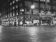Ayres shoppers at Meridian and Washington Street intersection Dec. 24, 1965.