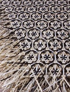 Dyed and woven bamboo by unknown Chinese artisan. via toutiao