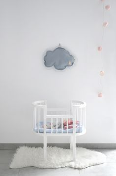 Kids room - Crib by Northome, doll by Sirlig, cloud by Milapinou - Luna W Chmurach
