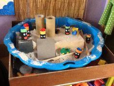 Klimmen op de daken in de zandtafel My Happy Place, December, Daken, Fun, School, Bowls, Funny