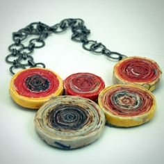 Sarah Pinyan posted DIY~ Recycled Magazine Anthro Rosette Necklace~~ to her -Papercraft- postboard via the Juxtapost bookmarklet. Paper Jewelry, Paper Beads, Jewelry Crafts, Recycled Paper Crafts, Recycled Magazines, Diy Projects Cans, Art Projects, Paper Rosettes, Magazine Crafts