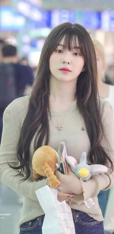 Irene-Redvelvet 190729 Incheon Airport to HongKong Red Velvet アイリーン, Red Velvet Seulgi, Red Velvet Irene, South Korean Girls, Korean Girl Groups, Velvet Fashion, Meghan Markle, K Pop, Swagg