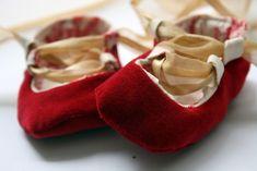 Me Sew Crazy: Baby Ballet Shoes Tutorial  Link to the actual tutorial here:      https://docs.google.com/document/d/1JwaGhHRwFhcBHbxGsLWHSnir6tn0SU_C5VeQUDV2IDo/edit?authkey=CICjlOYJ=1