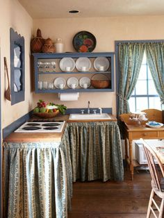 Kitchen Curtains With Style Curtains With Style - Life ideas What size must curtains be? That is where opinions differ since there is no proper length for the curtains. Cottage Kitchens, Farmhouse Kitchen Decor, Country Kitchen, Kitchen Interior, Home Kitchens, Cheap Home Decor, Diy Home Decor, Room Decor, Küchen Design