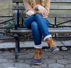 Don't forget to scoop up your L. Bean Duck Boots NOW for fall and winter. Last year they SOLD OUT by late September/early October. With this style guide, we'll help you pick the perfect pair of duck boots/snow shoes (height, size, style) and have you ju Snow Fashion, Fall Fashion Outfits, Casual Winter Outfits, Fashion Ideas, Preppy Winter, Fashion Boots, Women's Fashion, Bean Boots Outfit, Ll Bean Boots