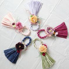 【お正月】しめ縄飾り Japanese Ornaments, Diy Wreath, Wreaths, Diy And Crafts, Crafts For Kids, Japanese New Year, New Years Decorations, Felt Flowers, Christmas And New Year