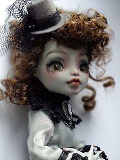 OOAK MONSTER HIGH Frankie Stein custom glass eyes, repaint | eBay