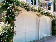 Beautiful climbing roses over arbor above garage doors! Beautiful climbing roses over arbor above ga Garage Trellis, Garage Pergola, Backyard Pergola, Pergola Shade, Pergola Plans, Pergola Ideas, Pergola Kits, Arbor Ideas, Rustic Pergola