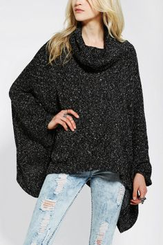 *** I heart ponchos. This is super cute. Love the collar. The grey is nice and simple. Like it!!! ***