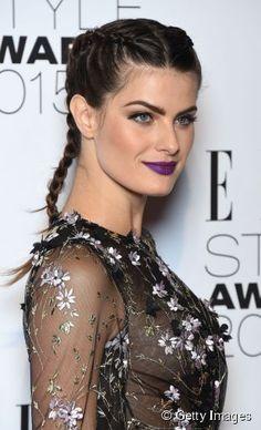 """A modelo Isabelli Fontana apostou nas tranças duplas embutidas para prestigiar a premiação """"Elle Style Awards"""""""