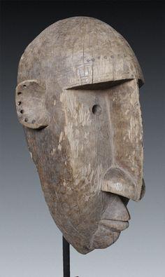 Bambara Tanzmaske Jow B – tracy. Tribal Decor, Tribal Art, Modern Sculpture, Wood Sculpture, African Masks, African Art, Africa Tattoos, Wood Carving Faces, Tiki Art
