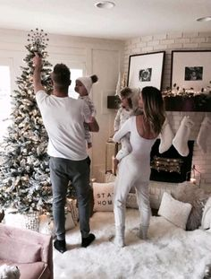Family kids, family goals, future goals, christmas with baby, family christ Cute Family, Baby Family, Family Goals, Family Kids, Photo Couple, Future Goals, Baby Kind, Baby Fever, Dream Life