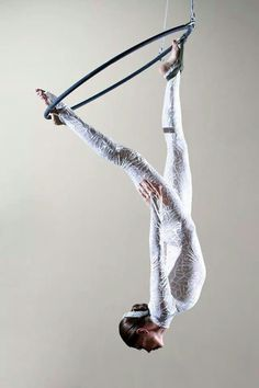 Double-tabbed lyra and this incredible pose is mesmerizing to look at. Such a powerful look on aerial hoop