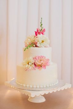 Two-tiered round wedding cake with fresh flowers