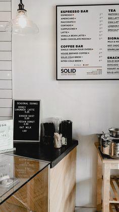 Inspiración para nuestro proyecto del café de la 3O1. VAMOS CHICAS!!! Coffee Shop Menu, Coffee Shop Business, Cute Coffee Shop, Coffee Shops Ideas, Coffee Shop Counter, Menu Board Design, Cafe Menu Design, Starting A Coffee Shop, Home Decor Ideas