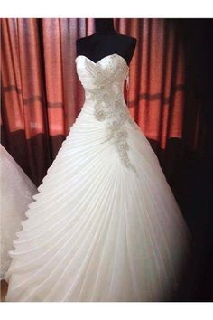 dresswe.com Offers High Quality Wonderful Gown Sweetheart Rullfes Ball Gown Wedding Dress,Priced At Only US$227.69