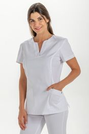 Blusón sanitario mujer. Pijamas sanitarios con tejidos técnicos. Chaquetas y pantalones para sanidad. Cute Nursing Scrubs, Nursing Clothes, Nursing Dress, Scrubs Outfit, Scrubs Uniform, Scrubs Pattern, Stylish Scrubs, Beauty Uniforms, Professional Attire
