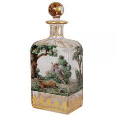 Excepcional garrafa de cristal ricamente adornada por pintura com representação de caça e complement