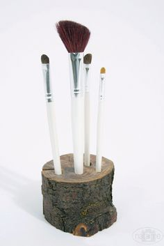 DIY: 14 Cool Make-up Brush Storage Ideas