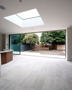 minimal windows slid open on rear extension with fixed, frameless roof light above Kitchen Diner Extension, Open Plan Kitchen Dining, Roof Window, Window Lights, Skylight Window, Patio Interior, Roof Light, Glass Roof, House Ideas
