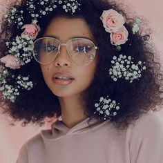 Hairstyles from flowery space buns to fulani braids that will have you festival ready in no time. # fulani Braids inspiration 15 Curly Hairstyles for Coachella Coachella, Beauty Care, Beauty Hacks, Diy Beauty, Beauty Skin, Face Beauty, Homemade Beauty, Beauty Secrets, Curly Hair Styles