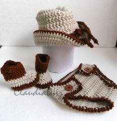 21cd66b0b0a97  br   br Kit composto por   br 1 chapéu 32cm de diâmetro   br 1 par de  botinhas   br 1 calça  br   br OBS.  ESTE KIT SÓ É CONFECCIONADO PARA RECÉM  NASCIDO.