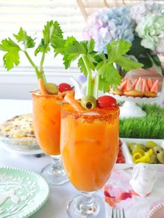 An easter brunch cocktail Bunny Mary, that is a bloody mary made with carrot juice & garnished with a celery bunny. Plus a look at my Easter Brunch tablescape with H-E-B that includes bunny muffins. Easter Drink, Easter Cocktails, Brunch Drinks, Easter Dinner, Vodka Cocktails, Easter Food, Craft Cocktails, Easter Lunch, Spring Cocktails