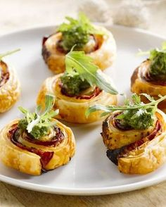Home - Riellander Pracht Recipes Appetizers And Snacks, Snacks Für Party, Snack Recipes, Healthy Recipes, Chorizo, Good Food, Yummy Food, Ricotta, Chefs