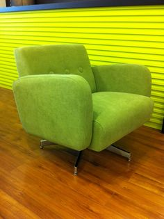 Made in Canada swivel chair!! Available in a wide variety of fabrics/leather