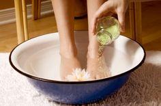 Herbal Remedies, Home Remedies, Plantar Wart Removal, Planters Wart, Get Rid Of Corns, Foot Warts, Epsom Salt Foot Soak, Corn Removal, Types Of Warts