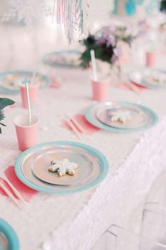 Take a look at this gorgeous Frozen birthday party! The table settings are magical! See more party ideas and share yours at CatchMyparty.com #catchmyparty #partyideas #frozen #frozenparty #princessparty #winterparty #girlbirthdayparty #tablesettings Frozen Birthday Cake, Frozen Party, Party Activities, Princess Party, Disney Frozen, Party Favors, Birthday Parties, Table Settings, Anniversary Parties