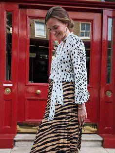 How to wear animal print: Zebra skirt and leopard top Leopard Print Outfits, Animal Print Outfits, Animal Print Fashion, Fashion Prints, Leopard Top, Women's Fashion, Printed Skirt Outfit, Printed Skirts, Moda Animal Print