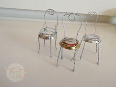 Reciclar tapones y hacer sillitas decorativas.