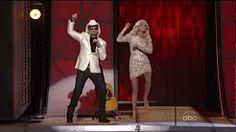 Brad Paisley Carrie Underwood - Gangnam Style - CMA Awards 2012-720p - YouTube