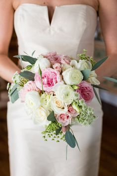 Designers Touch Florals Coastal Celebration with Pops of Pink on Borrowed & Blue.  Photo Credit: Kelly Cronin Photography