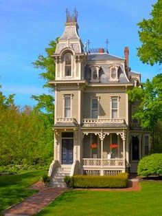 Vibrant Victorian Homes to Brighten Your Day