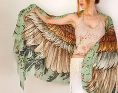 Foulard femme vert, peint à la main ailes et plumes