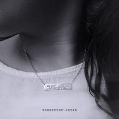 """Collar Skinny o """"barnecklace"""". Collar personalizado con el nombre perforado. Elaborados a mano, en plata de ley, por encargo. Más info: sebestyenjoyas@gmail.com"""