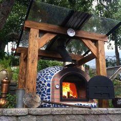 Four à pizza bois : Wood burning pizza oven with cast iron door & tile mosaic