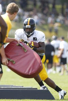 Pittsburgh Steelers running back LaRod Stephens-Howling participates during training camp drills at Saint Vincent College.