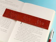 Want a cat lover gift? This handmade leather bookmark has hand-stamped cats and a hand-tooled border. This leather bookmark would make an ideal leather gift for mum. Also, handcrafted leather goods make great anniversary gifts. Why not check out my Etsy shop? #bookmark #bookmarker #leather #anniversarygift #giftformum #catgift #catlovergift #cat Leather Keyring, Leather Gifts, Handmade Leather, Leather Craft, Leather Bookmarks, Cat Gifts For Her, Gifts For Mum, Sister Gifts, Gifts For Friends