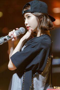K-Pop Babe Pics – Photos of every single female singer in Korean Pop Music (K-Pop) Iu Short Hair, Iu Hair, Short Hair Styles, Iu Fashion, Korean Fashion, Korean Girl, Asian Girl, K Wallpaper, Female Singers