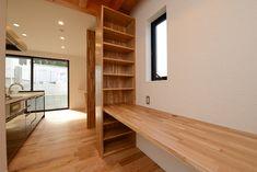 スタディコーナー(阿久比町の家) - 書斎事例|SUVACO(スバコ) Home Office, Tiny Office, Cat Furniture, Living Room Designs, Stairs, Layout, House Design, Space, Luxury