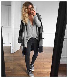 "@meleponym på Instagram: ""#latergram tenue d'hier✔ veste #libertinelibertine et Jean #aninebing sur @cyrielleforkure pull #isabelmarant sur @lagrandeboutiquelgb baskets #goldengoosedeluxebrand #goldengoose (old)"""