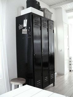 ❥ repurpose the old lockers from floor, could be used for mail or extra storage for resients Vintage Lockers, Metal Lockers, Industrial Interiors, Industrial Chic, Industrial Lockers, Industrial Industry, Design Industrial, Room Inspiration, Interior Inspiration