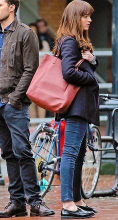 March 02,2016 » Dakota Johnson on the set of Fifty Shades Darker in Gastown, Vancouver • Second look of the day as Anastasia Steele #