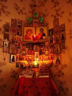 Το σπιτάκι της Μέλιας Orthodox Prayers, Orthodox Christianity, Religious Icons, Religious Art, Religious People, Catholic Altar, Prayer Corner, Home Altar, Christian Art