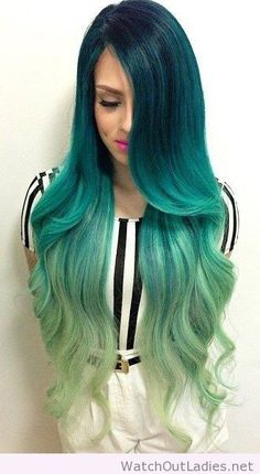 Idée Couleur & Coiffure Femme 2017/ 2018 : Awesome ombre teal to pale green hair