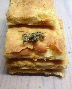 Εύκολη Πίτα - Elpidas Little Corner Greek Recipes, Pie Recipes, Dessert Recipes, Cooking Recipes, Recipies, Desserts, Love Eat, Love Food, Greek Pastries
